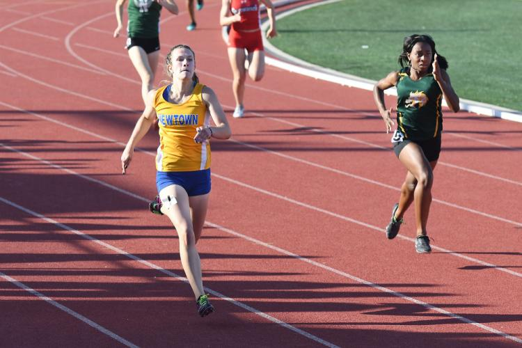 Carly Swierbut won the 100 and 200 dashes. (Krista Benson photo)
