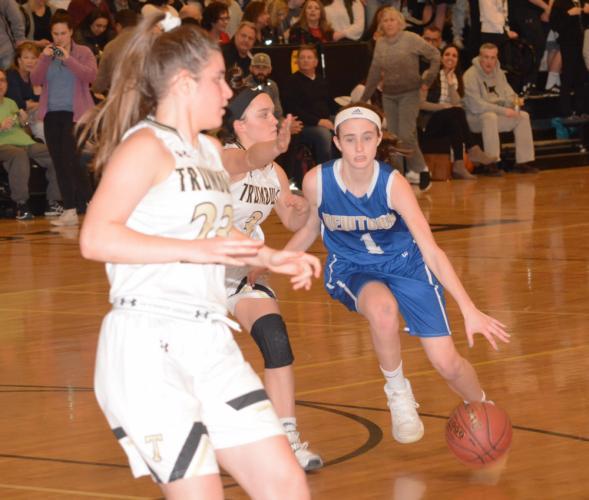 Rylee Mulligan drives toward the basket. (Bee Photo, Hutchison)
