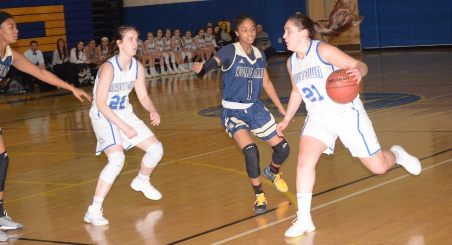 Nicki DaPra makes a move toward the basket as Kira Smith gets into position. (Bee Photo, Hutchison)