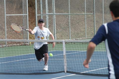 Peter Winans competes during an early-season match.