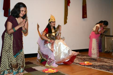 On May 11, dozens of families, including several who reside in Newtown, converged on the Alexandria Room at Edmond Town Hall for an annual Hindi Cultural Celebration. The students and families of the Greater Danbury Hindi Learning Center celebrated…