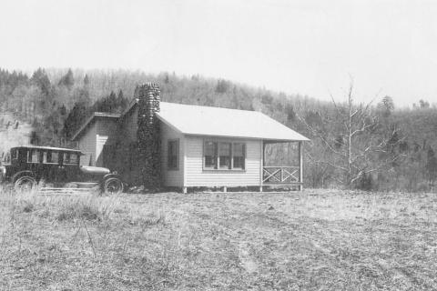 The Riverside community developed after the creation of Lake Zoar. By 1920, with the lake at its full depth, new recreational opportunities were created, and soon small lots were created on which summer cottages could be built. This circa 1925 photo…