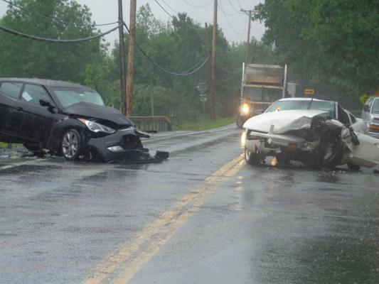 2-car crash sends people to hospital | Hudson Valley 360