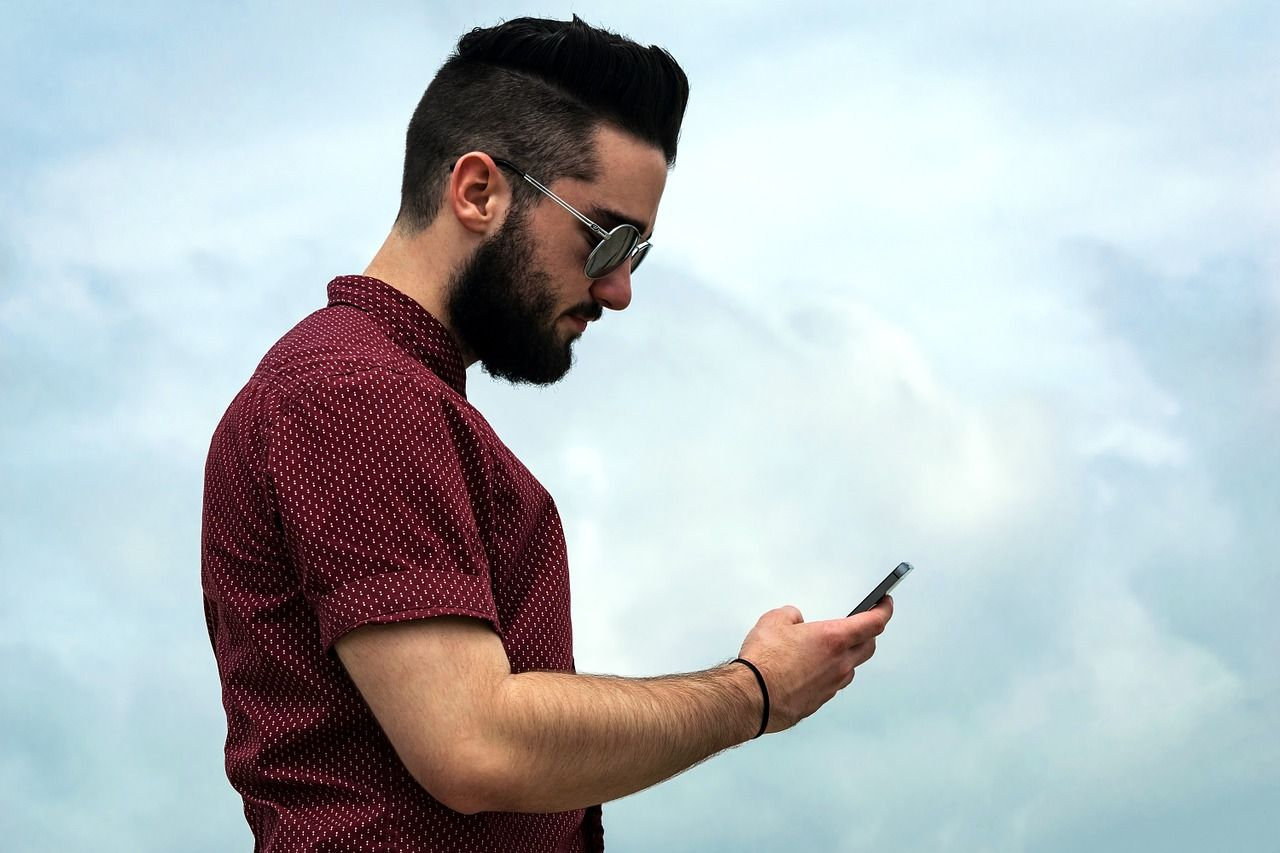 Guy holding smartphone