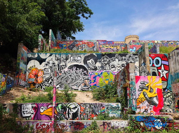 30 photos you can only take in austin for Austin mural location