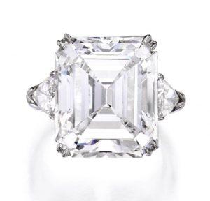 Lot 294 - Platinum and Diamond Ring