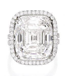 Lot 282 - Platinum and Diamond Ring