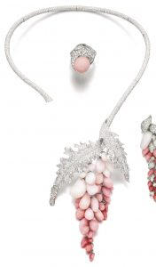 Lot 167 - Conch Pearl and Diamond Necklace of the Demi-Parure