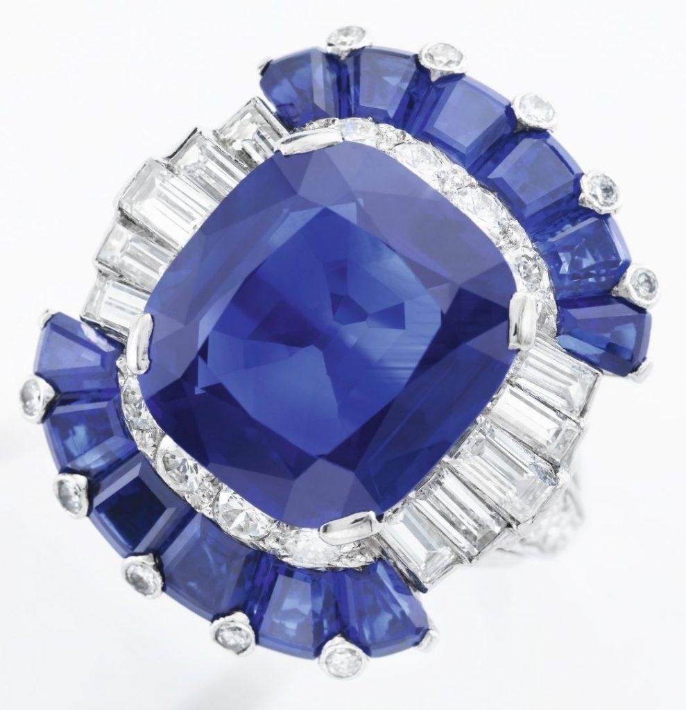 Lot 265 - Sapphire and diamond ring