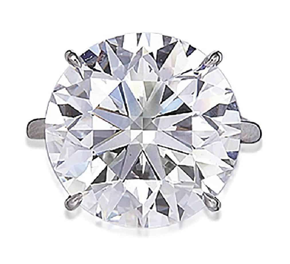 LOT 233 - A DIAMOND RING