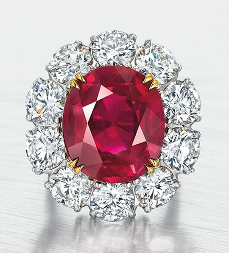 LOT 268 - AN EXCEPTIONAL RUBY AND DIAMOND RING