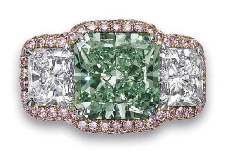 LOT 125 - A RARE COLORED DIAMOND AND DIAMOND RING