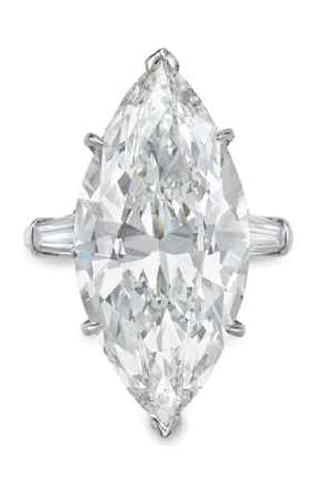 LOT 258 - A DIAMOND RING, BY HARRY WINSTON