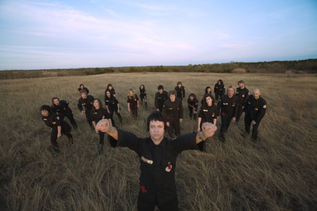 The_Polyphonic_Spree___The_Fragile_Army___Photo_1___300_DPIlores