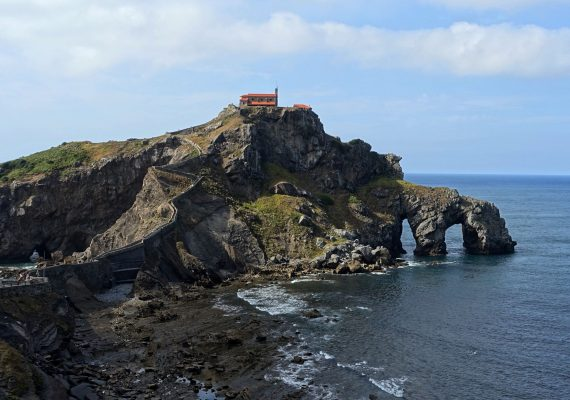 Basque Family Itinerary: Bilbao Morning Stroll and Bay of Biscay Views