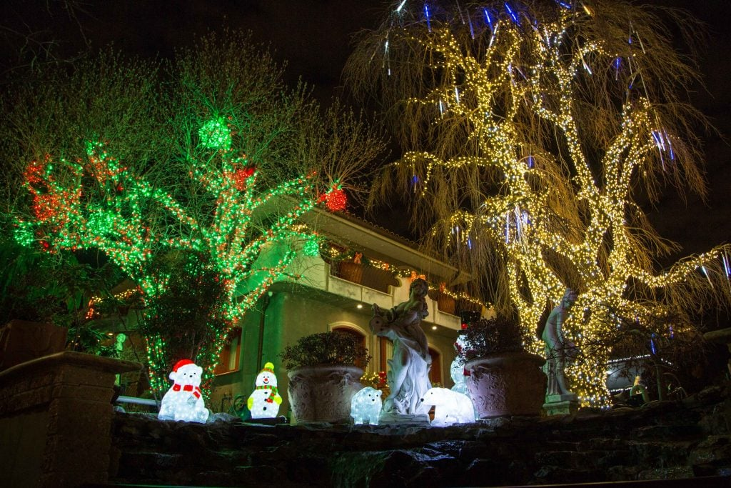 NYC for Kids: Holiday Lights of Dyker Heights