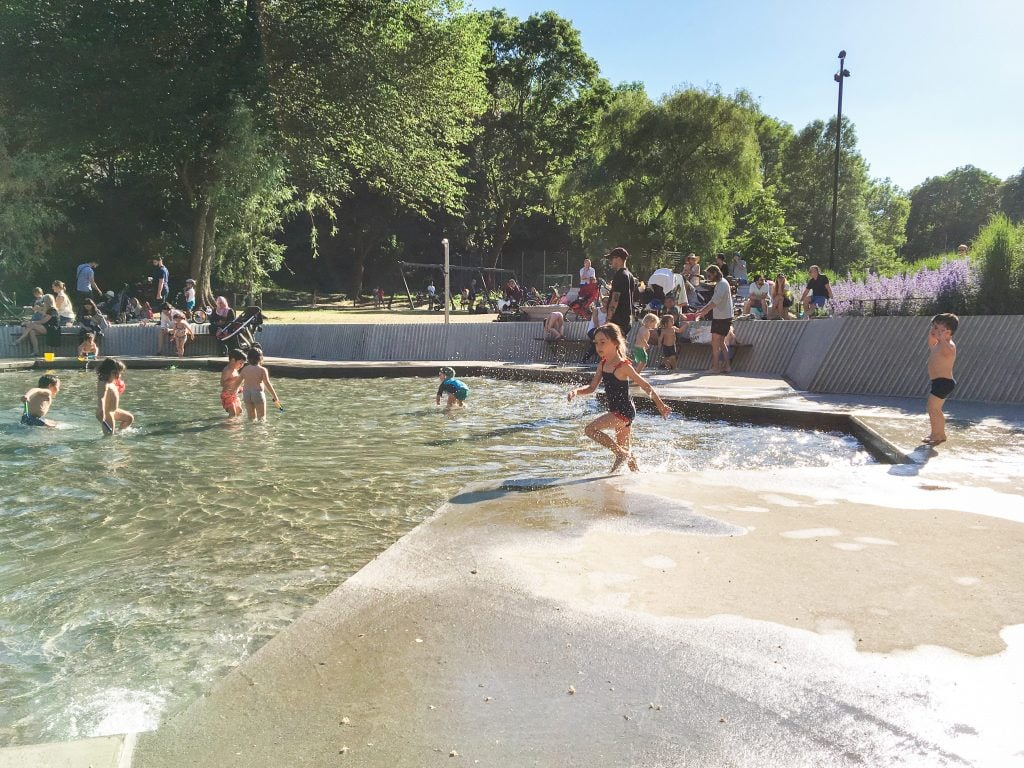 Things to do in Stockholm with kids: Lilla Blecktornsparken splash pool
