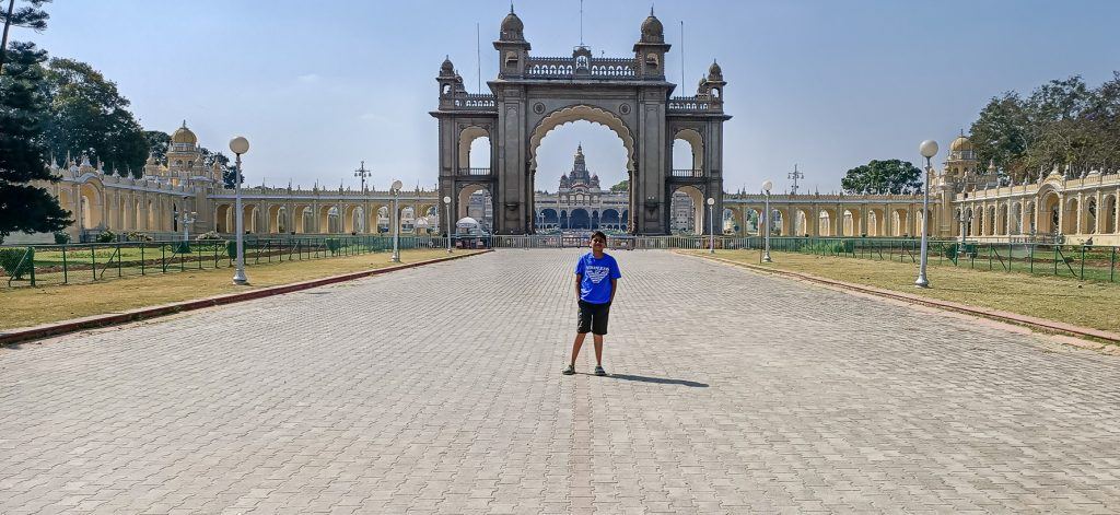 India for kids: boy in front of Mysore Palace