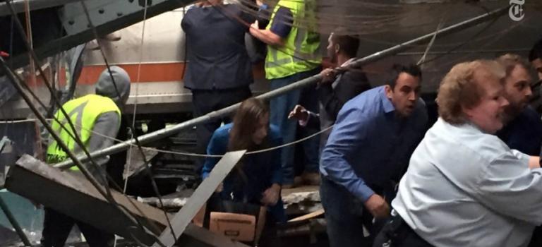 【突發】美新澤西交通樞紐火車脫軌:3人死亡,百餘人受傷