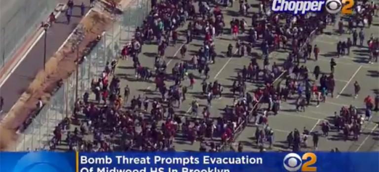 紐約布魯克林高中受炸彈威脅緊急疏散學生,目前仍在調查
