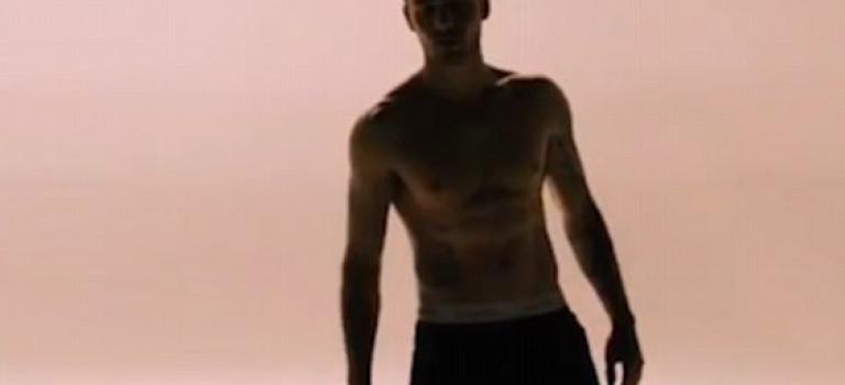 一世代連恩新MV預告出爐!不但秀出帥氣刺青還有性感六塊肌!
