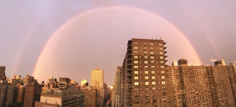 傾盆大雨過後,紐約驚現粉紅天空和雙彩虹 🌈❤