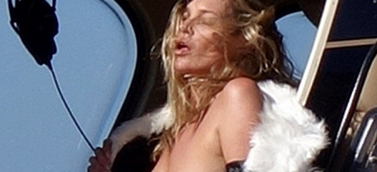 Kate Moss 高空超難度真空拍攝遭網友吐槽:只見贅肉不見性感,是時候隱退了