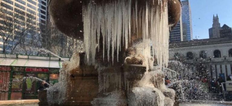 美國東北部迎 50 年最冷跨年夜!玻璃凍裂,消防栓結冰…..
