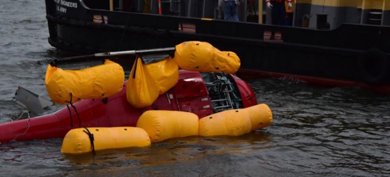 可怕!觀光直升飛機紐約市東河失事墜毀,5名乘客全部丧生