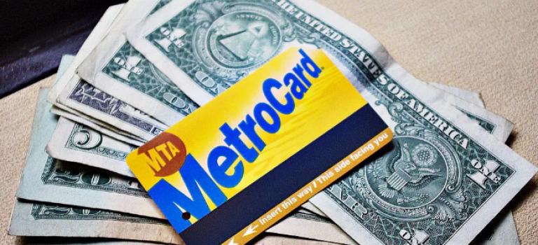 纽约政府支出1亿美金为市民提供半价地铁票,受惠80万人!
