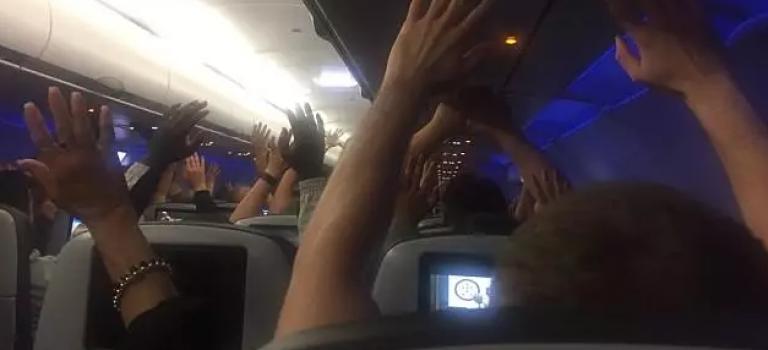 """昨天晚上,纽约JFK机场一架飞机""""被劫持""""…"""
