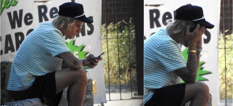 小賈遭遇什麼打擊?小賈被目睹獨自坐在紐約街頭掩面哀傷神情