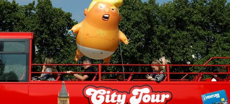 川普訪英,倫敦天空居然飄著一隻川普裸體氣球……