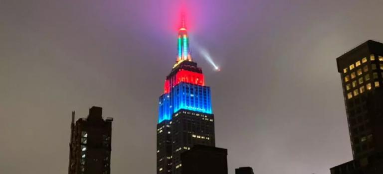 """帝国大厦的灯光""""失控""""引来直升飞机盘旋,难道是黑客行为?"""