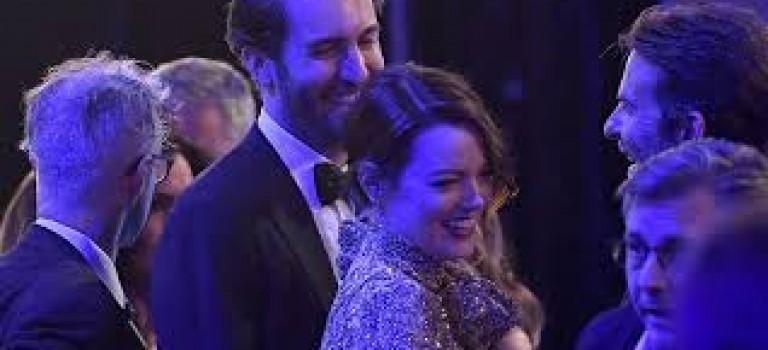 Emma Stone分手後首次認愛!罕見和新男友甜蜜走紅毯