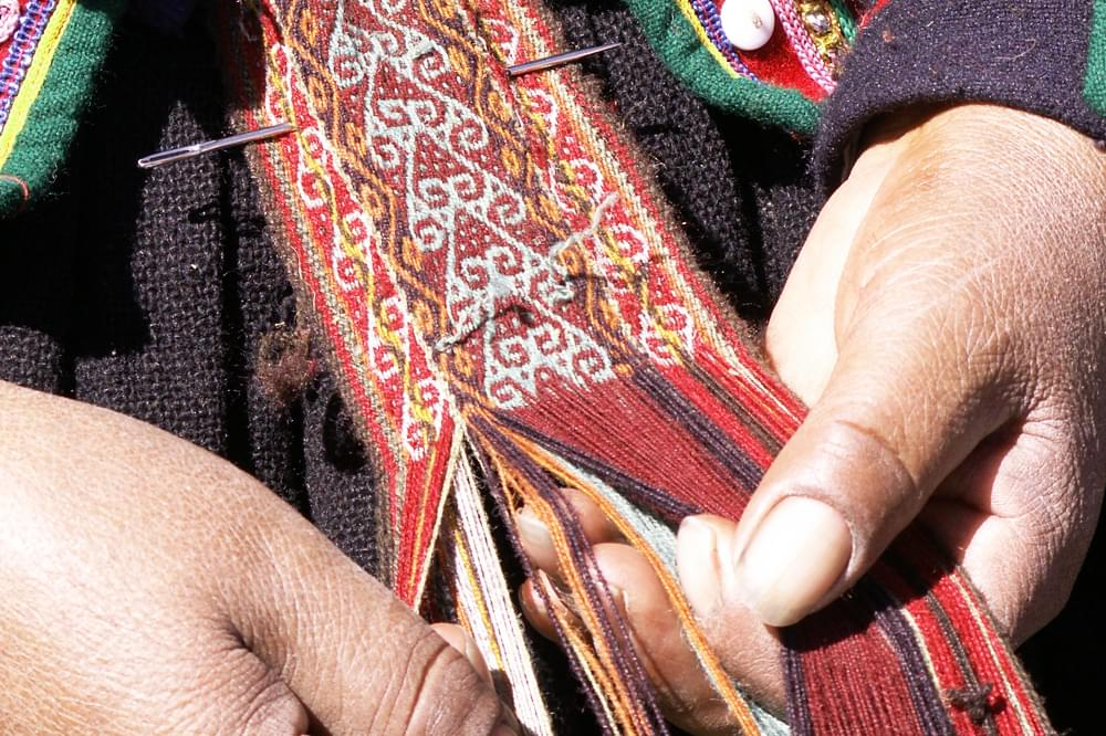hands weaving in Peru