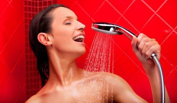¿Deberías tomar un baño diario? La ciencia dice ¡NO!