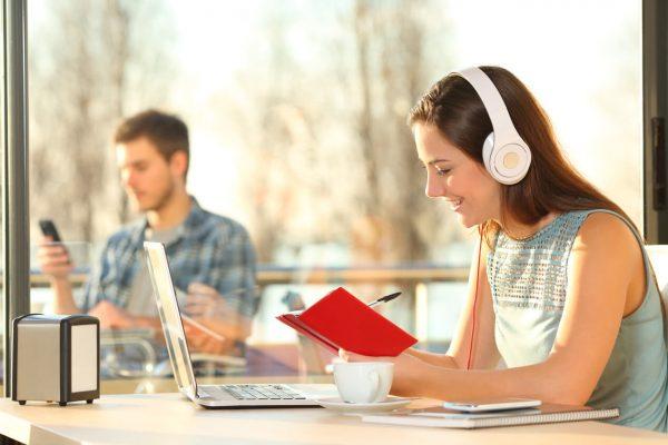 Escuchar música y estudiar al mismo tiempo ¡es posible!