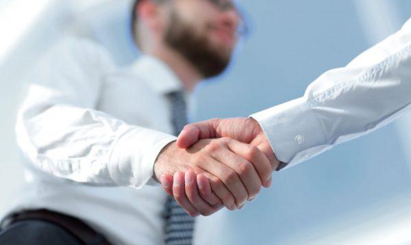¿Se debe contratar a un recomendado? #DebateOCC