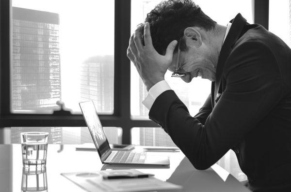 Por ley, tu empresa deberá cuidarte del estrés, bullying y jefes tóxicos: NOM-035
