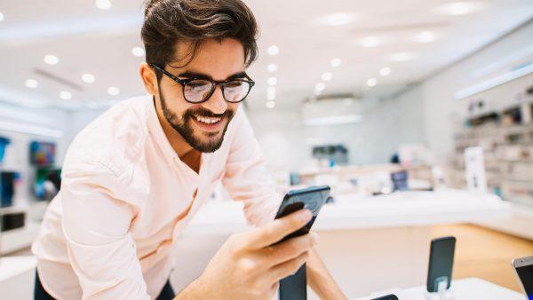 ¿Cuántos días debes trabajar para comprar un celular último modelo?