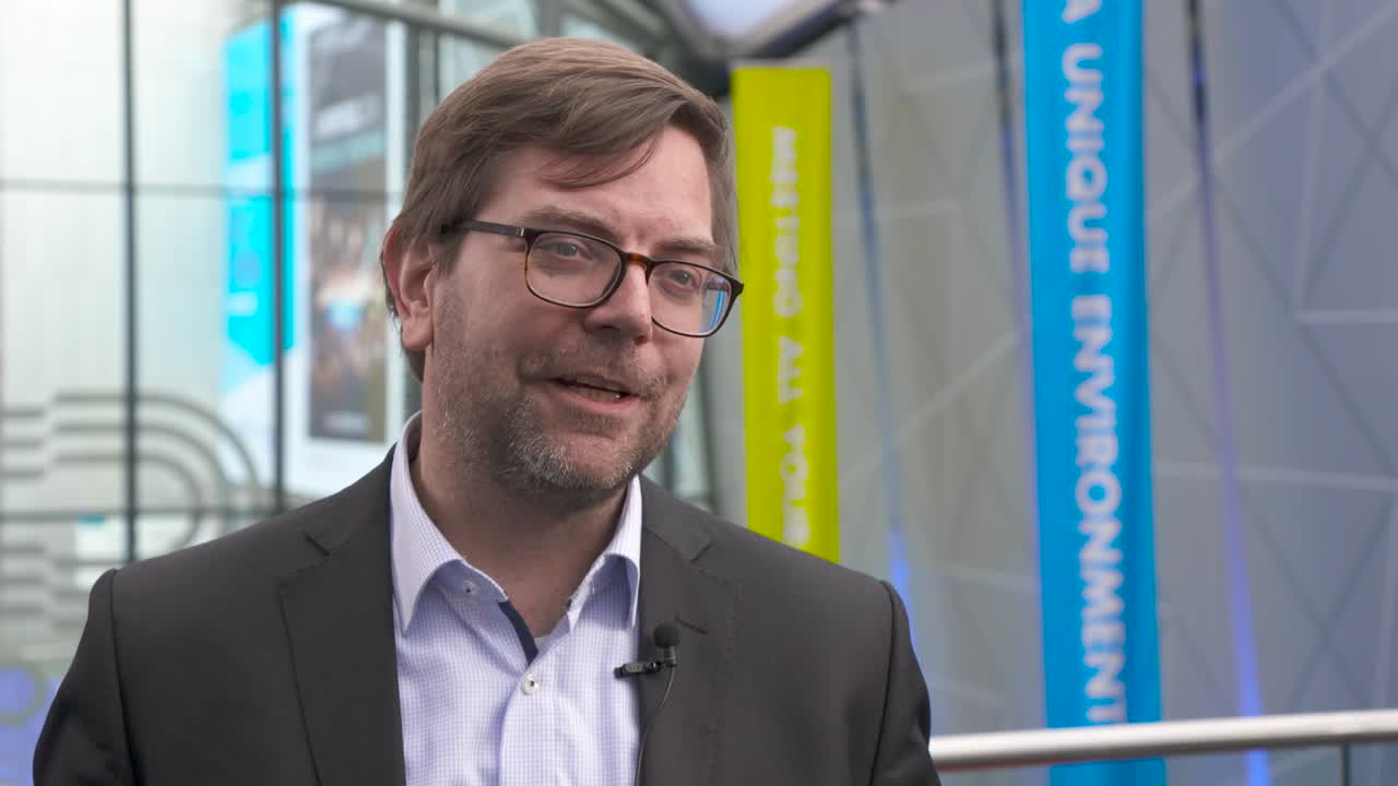 How does heterogeneity in TP53 activity affect MM prognosis?