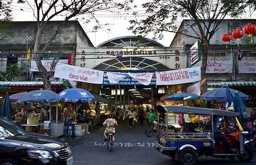 Tha Din Daeng East Pier