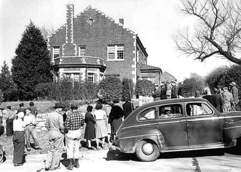 This seemingly normal home in Tulsa was the site of mysterious happenings following the Great Depression in the 1940s. It was eventually named the Hex House.