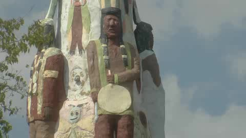 Visit the tallest totem pole in the world at Totem Pole Park.