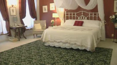 This Guthrie inn is all about comfort and convenience.