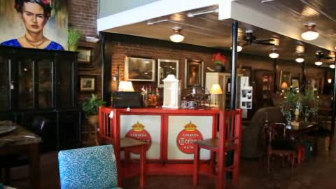 Furniture store w/ antiques & home decor pieces