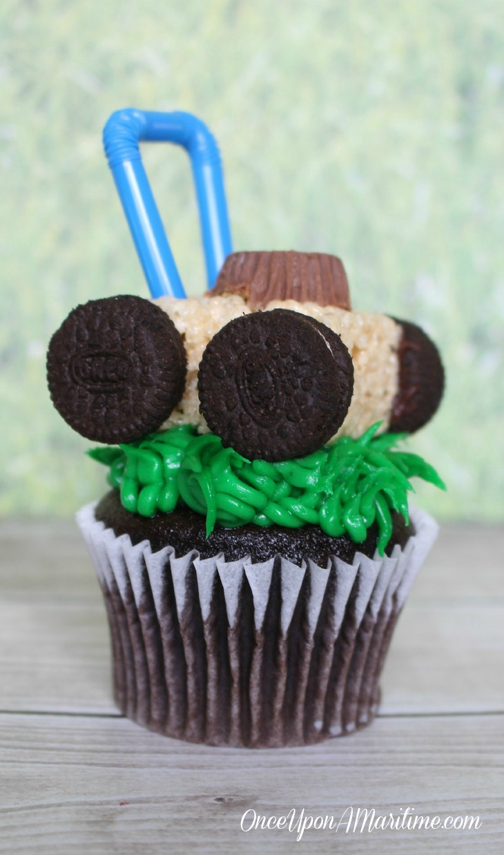 Lawn Mower Cupcake Fun and Unique Summer Treats - PIN THIS!