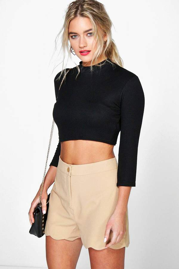 Outfit para oficina - Asesoría de imagen ejecutiva - boohoo Zita Scalloped Hem High Waisted Shorts - Boohoo - BooHoo