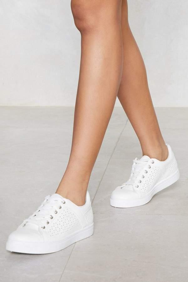 Outfit minimal - Asesoría de imagen ejecutiva - Nasty Gal Get Some Space Laser Cut Sneaker - Nasty Gal - Nasty Gal